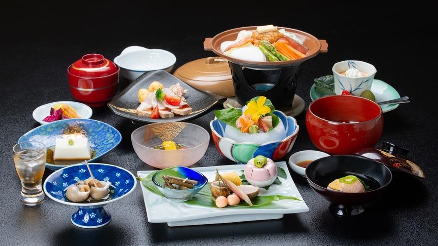 *夕食一例/地元の食材をふんだんに使った自慢の料理をご賞味ください。