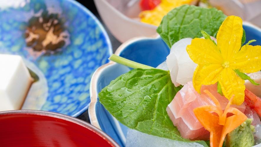 *夕食一例/色鮮やかなお料理は目でも愉しめる一品です。