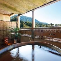 【露天風呂付客室】四季の情景を眺める客室露天風呂(405号室・一例) ※指定はできません