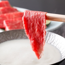豆乳醤出汁の牛肉のしゃぶしゃぶ(一例)
