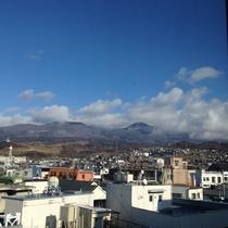 天気がよければ、駅前やお部屋(一部のみ)浅間山を眺めることもできます♪