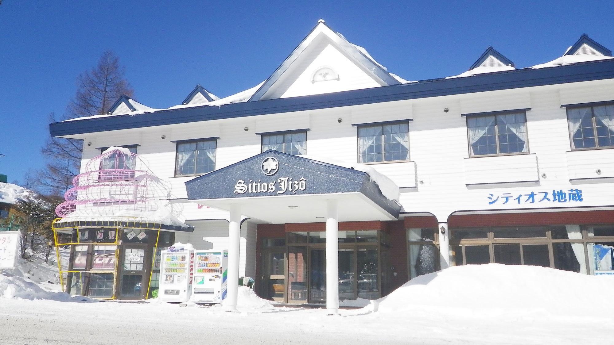 *外観(冬)/湯の丸高原/湯の丸スキー場徒歩1分です。