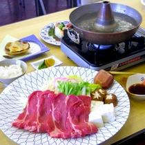 *【夕食一例】メイン料理は、しゃぶしゃぶや焼き肉など、季節に応じてご提供します。