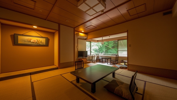 【清流四万川流れと遠くに山を一望する】 眺めの良い角部屋和室