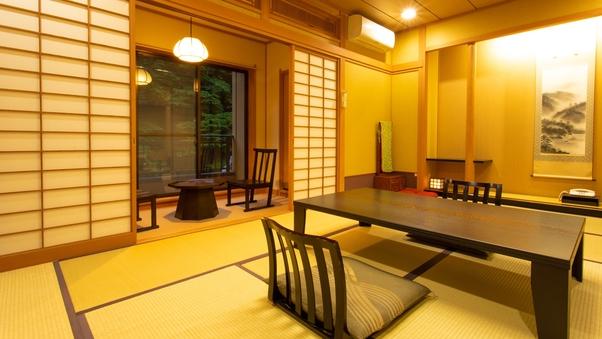 四季折々の景観をライトアップで楽しめる和室