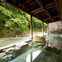 【日帰り入浴 12:00〜15:00】四万川を臨む露天風呂で非日常を体感♪