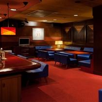 【バーまどんな】カラオケも楽しめるBarスペース。各種お酒、ソフトドリンクなど取り揃えております。