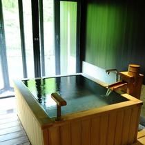 ■源泉掛け流し露天風呂付き客室■洗面スペースから内湯、露天風呂へ。