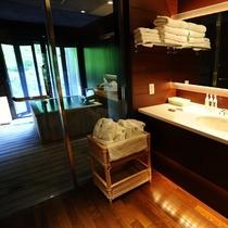 ■源泉掛け流し半露天風呂付き客室■