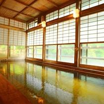 ■四万川の湯■総古代檜造りの座敷風『内湯』。