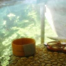 【泉質】四万温泉は、リュウマチなどの病に効くだけでなく、老廃物を取り除き、肌に透明感を与える美肌の湯
