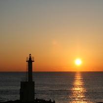 ホテル前 海岸からの日の出