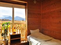木の温もりある部屋