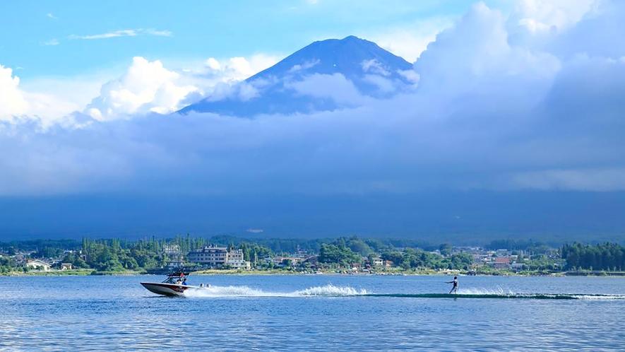 アウトドアスポーツ(富士五湖)写真提供:やまなし観光推進機構
