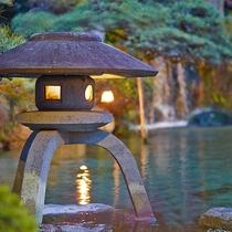 日本庭園の灯篭
