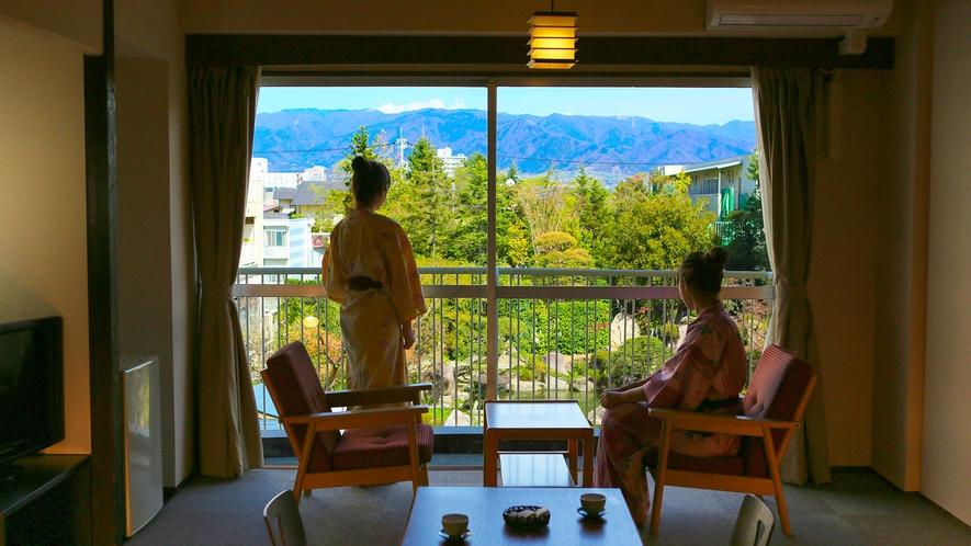 日本庭園を臨む部屋