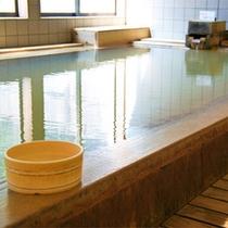 *日帰り温泉「岩岳の湯」/よくあたたまり、お肌もつるつるになると評判です。