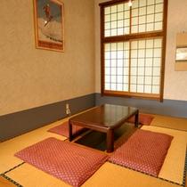 *食堂/ファミリーに人気。掘りごたつの座敷スペースもございます。