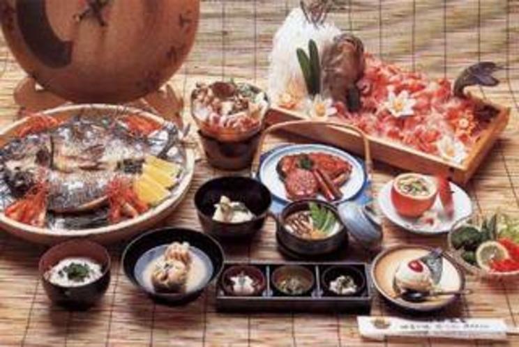 のっぺい汁、さわち料理、さざえ壷焼などは当館で江戸初期に誕生した料理です。6千一例