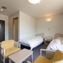 洋室ツイン約16㎡ 狭目のお部屋です。シングルベッド 禁煙