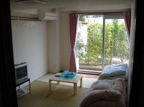 1階窓側の部屋