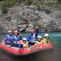 夏のアクティビティの定番!長良川のラフティング