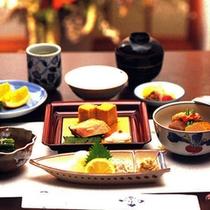 <朝食ルームサービス>(和食一例)