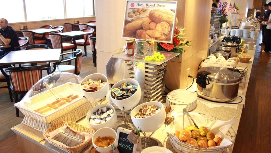 ◆<朝食バイキング>ふっくらとして香ばしいホテルメイド「焼きたてパン」がおすすめ♪
