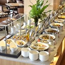 一日の始まりは朝食から!45種類以上のお料理をお楽しみいただけます。