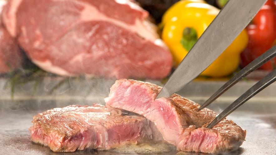 ◆<土日祝限定/ディナーバイキング>アツアツを味わえるライブキッチン(ステーキコーナー)