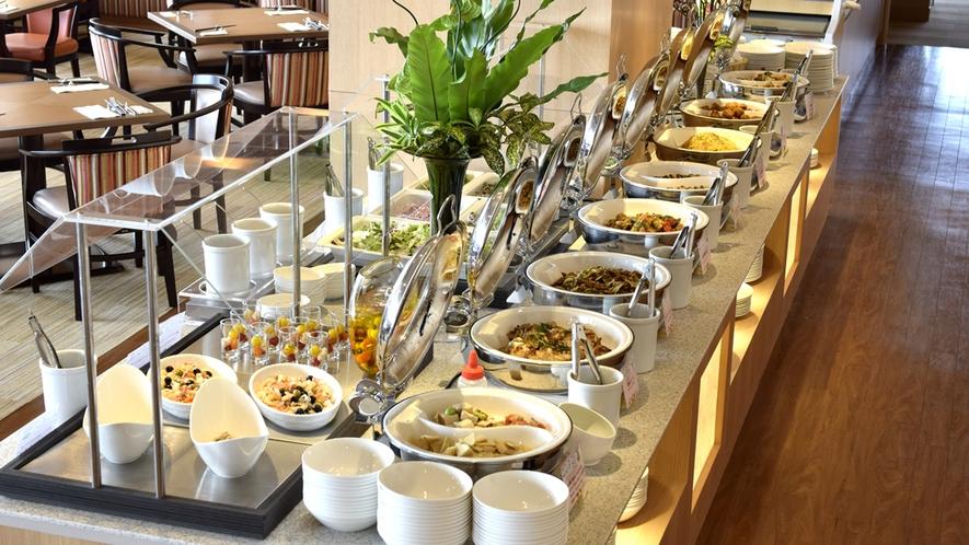 ◆<朝食バイキング>一日の始まりは朝食から!45種類以上のお料理をお楽しみいただけます。