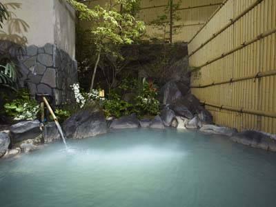 女性用露天風呂(白どうだん)