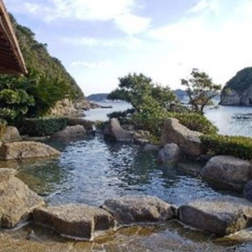 海の横にある露天風呂