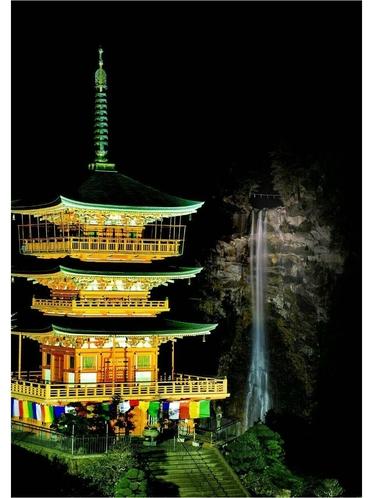 三重の塔と那智の滝 ライトアップ