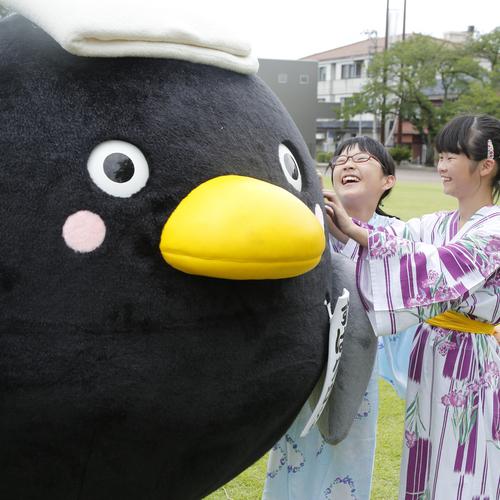 お祭りやイベントには山代温泉ゆるキャラすぱクロ君登場!