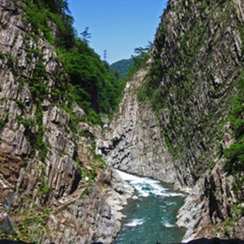 【周辺観光】<清津峡(車で30分)>日本三大渓谷のひとつ。国の名勝・天然記念物に指定されています。