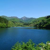 *【周辺観光】<奥只見湖(車90分)>新緑の湖。秋は「日本紅葉名所100選」の絶景が望めます。