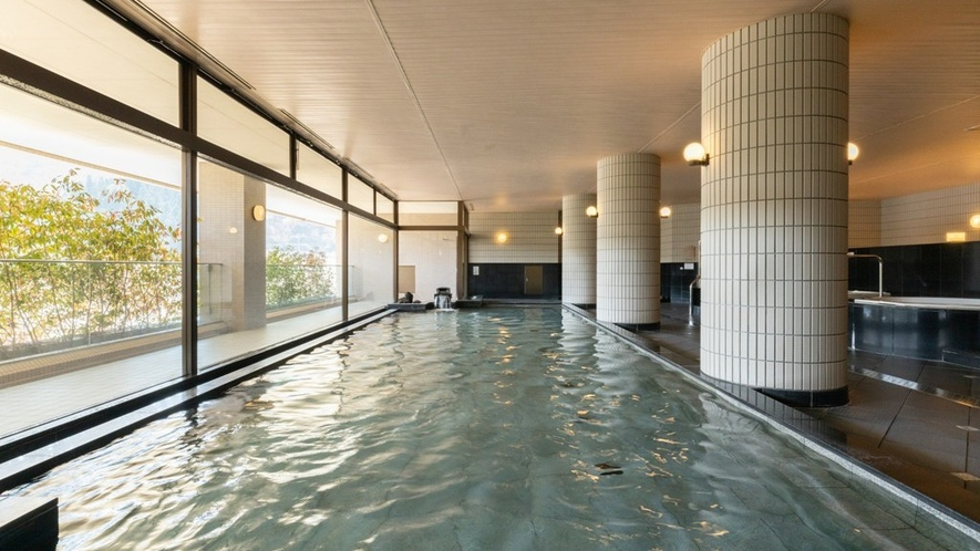 【大浴場】男女各250坪の温泉大浴場。越