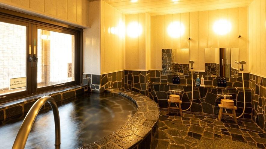 【貸切風呂】石造りの「大峰の湯」温泉の醍醐味を味わえる源泉かけ流し風呂です。