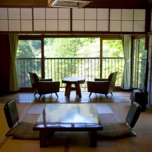 【和室8畳】眺望の良いお部屋〜三段峡の雄大な自然を望む〜