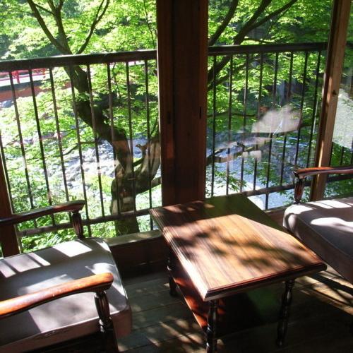 【和室6畳】川に最も近く、三段峡の自然を目前にしたお部屋