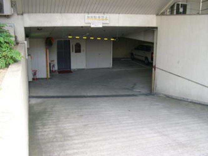 地階駐車場入口
