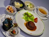 夕食の一例(1300円+消費税)