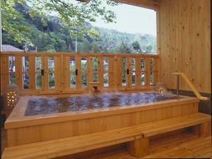 総ひのき造りの露天風呂