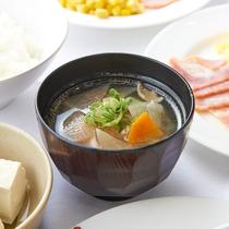 【朝食 / 和洋バイキング】 具沢山けんちん汁(一例)