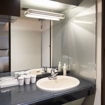 【バスルーム / ファミリールーム】 独立した洗面台はファミリールームだけ