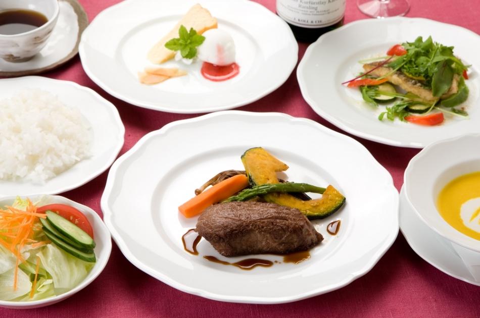 夕食は魚料理と肉料理のWメイン!