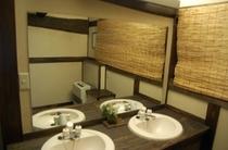 畳風呂の脱衣室