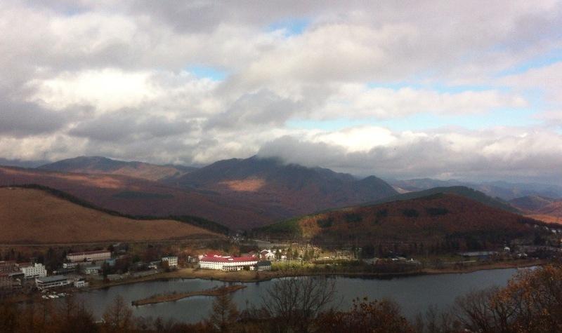 秋の白樺湖 くもり空