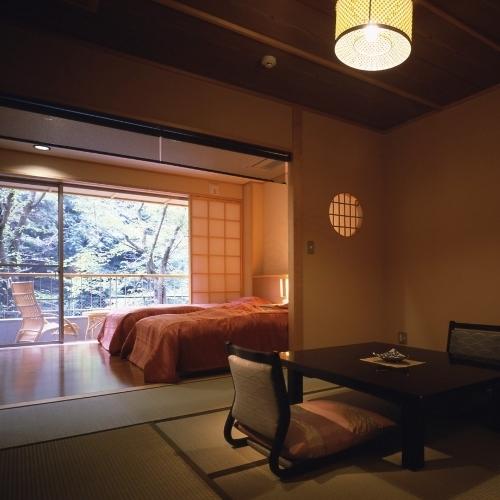 お部屋一例。ベッドタイプは、窓側に。布団タイプは、手前側に寝室となります。